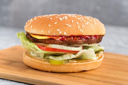 Бургер Феймос Стар с сыром