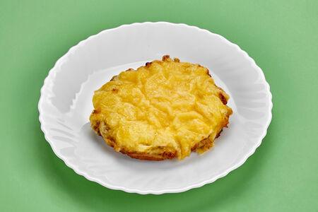 Куриная отбивная с сыром и помидорами