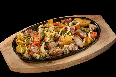 Жаркое по-домашнему со свининой, картофелем и шампиньонами