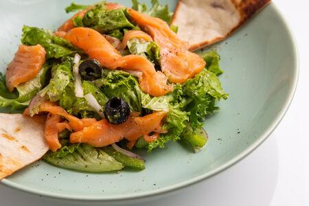 Микс-салат со слабосоленым лососем