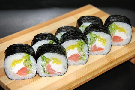 Ролл с копченным лососем