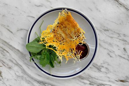 Сэндвич Королевский с козьим сыром на гриле