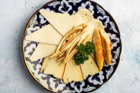 Сырная тарелка по-грузински