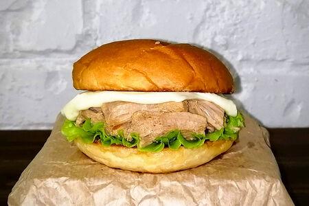 Бургер со свининой и моцареллой