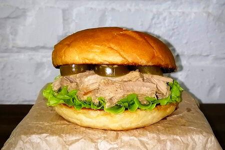 Бургер со свининой и халапеньо