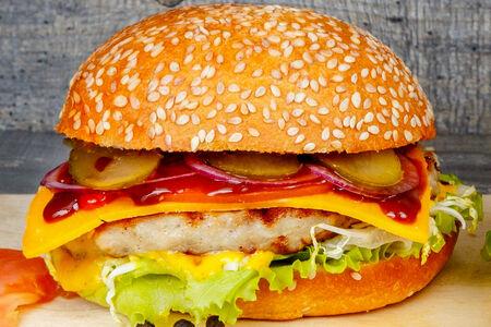Бургер M с куриной котлетой