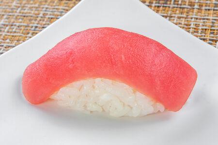 Суши Магуро нигири
