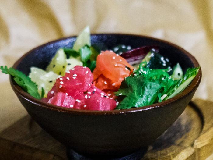 Салат Поке с тунцом