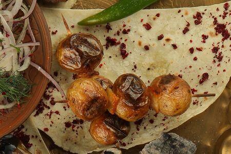 Молодой картофель с курдюком на углях