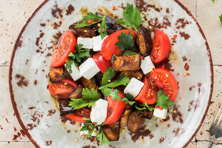 Салат с запеченным баклажаном и брынзой