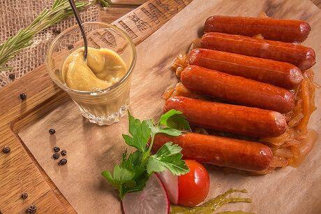 Колбаски пряные из говядины с сыром