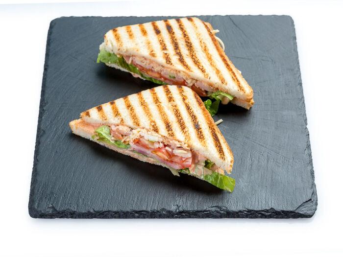 Сэндвич БиЭлТи с беконом
