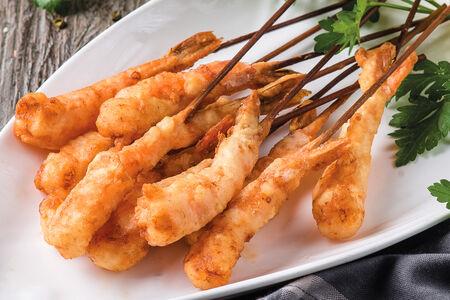 Креветки на шампуре жареные