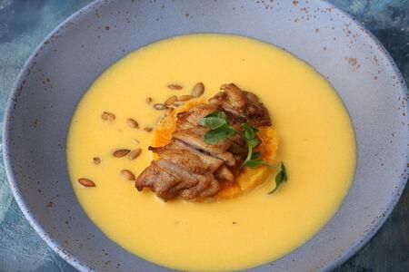 Крем-суп из медовой тыквы с цыпленком