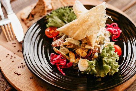 Баварский салат с охотничьими колбасками