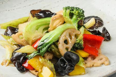 Жареное овощное ассорти с лотосом