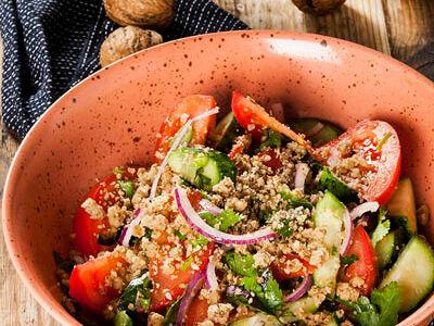 Овощной салат по-грузински с орехами