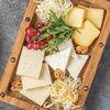 Фото к позиции меню Ассорти из грузинских сыров