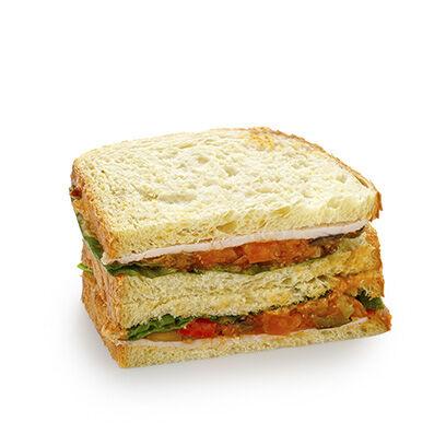 Сандвич-блумер с индейкой на кукурузном хлебе