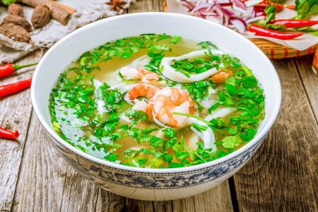 Суп Фо Га с креветками и кальмарами