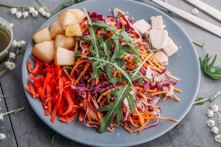 Салат Овощной с грушей и филе грудки