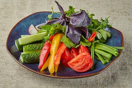 Букет из свежих овощей с ароматной зеленью