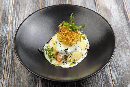 Гребешок с картофельным пюре и угольными сливками