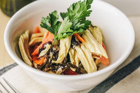 Салат со спаржей, огурцом и грибами