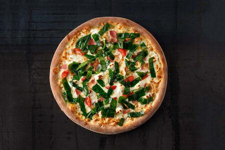 Пицца с беконом и шпинатом