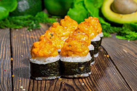 Ролл Вулкан бекон с лососем запеченный