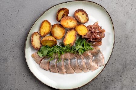 Сельдь с картофелем и луком