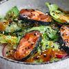 Фото к позиции меню Салат с лососем и апельсиновой заправкой
