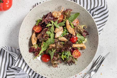 Салат Микс овощей и зелени с курицей