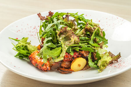 Салат теплый с осьминогом