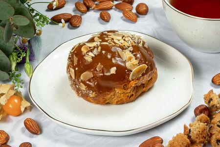 Пирожное Шу с карамельным кремом