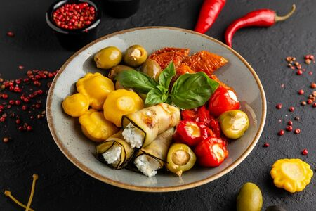 Маринованные овощи с мягким сыром