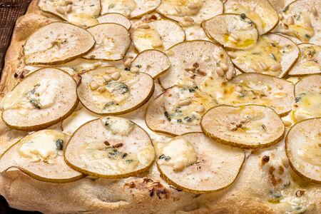 Пицца Римская с грушей и сыром
