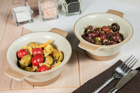 Крупные греческие маслины и оливки