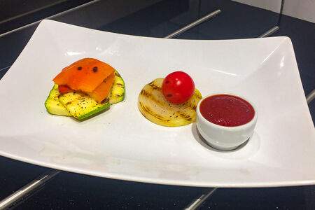 Овощи гриль с соусом