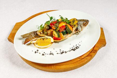 Сибас с запеченными овощами