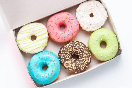 Одна коробка пончиков
