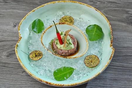 Тартар из тунца с кремом из авокадо