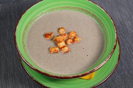 Суп-пюре из шампиньонов и лесных грибов