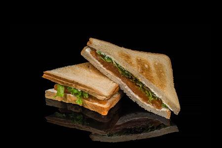 Сэндвич с слабосолёным лососем