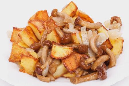 Картофель жареный с опятами