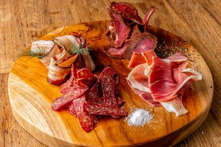 Ассорти сыровяленого мяса