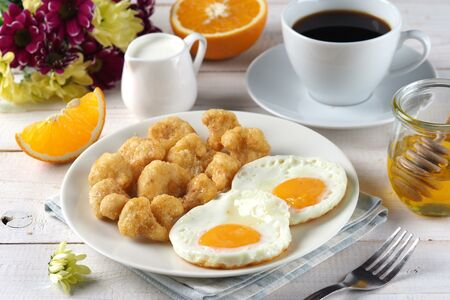 Наггетсы из цветной капусты + яйцо жареное + чай