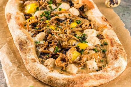 Пицца с фрикадельками из индейки и грибами
