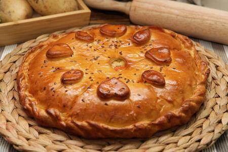 Пирог с минтаем под овощами