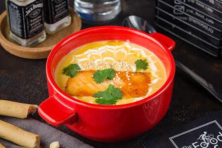 Суп тыквенный с лососем